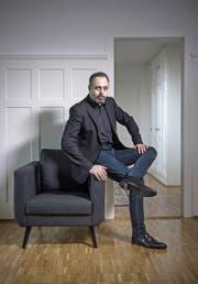Der Comedian Michel Gammenthaler in seiner Privatwohnung. (Bild: Pius Amrein (Brugg, 28. Dezember 2017))