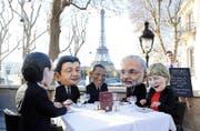 Demonstranten haben sich zum Klimagipfels als Politiker verkleidet (von links): Frankreichs Präsident Hollande, Chinas Präsident Xi Jinping, US-Präsident Obama, Indiens Premier Modi, die deutsche Kanzlerin Merkel. (Bild: EPA/Yoan Valat)