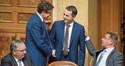 Werden den neuen Aussenminister in die Zange nehmen: SVP-Präsident Albert Rösti (links) und Toni Brunner. (Bild: Anthony Anex/Keystone (Bern, 20. September 2017))