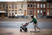 Ganze Quartiere sind in Baltimore heruntergekommen. Viele Einwohner vertrauen den politischen Verantwortungsträgern nicht mehr. (Bild: Matt Rourke/AP (Baltimore, 11. Mai 2016))