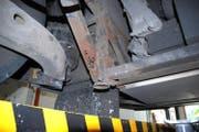 Rost kann für die Sicherheit des Fahrzeugs gefährlich sein. (Bild: Kapo Obwalden)