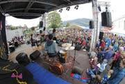 Die Band Tischbombe sorgte für gute Stimmung im Publikum. (Bild: André A. Niederberger / Neue NZ)