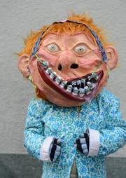 Jara Weingartner mit ihrem Zahnspangen-Grend. (Bild: Nadia Schärli/Neue LZ)