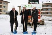Spatenstich «Tschuoppis»: (von links) Kurt Bieder, Stadtrat Luzern, Hans Rudolf Furrer, Präsident WGL und Rainer Ischer, Architekt.