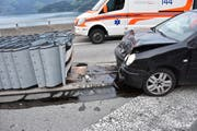 Eine Frau fuhr bei der Ausfahrt Beckenried in den Aufpralldämpfer. (Bild: PD/Kantonspolizei Nidwalden)