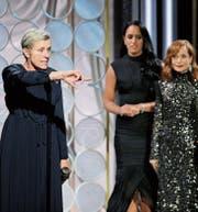 Frances McDormand (links) während ihrer Dankesrede (rechts Isabelle Huppert). (Bild: Paul Drinkwater/NBC)