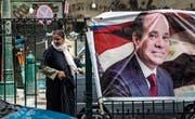 Ernsthafte Gegenkandidaten gab es keine: Staatschef Abdel Fattah al-Sisi auf einem Wahlplakat. (Bild: Mohamed Hossam/EPA (Kairo, 22. März 2018))