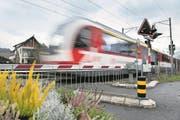 Der Bahnübergang bei der Wegmattstrasse in Horw / Kriens sollen aufgehoben werden. Fotografiert am 11. Dezember 2017. Verkehr, Zentralbahn, Zb, Bahngleis, überführung (Bild: Corinne Glanzmann (Horw, 11. Dezember 2017))