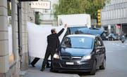 Dieses Bild ging um die Welt: Am frühen Morgen des 27. Mai 2015 werden ranghohe Fifa-Funktionäre von der Polizei in Zürich abgeführt. (Bild: Keystone/Pascal Mora)