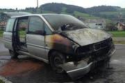 Das ausgebrannte Fahrzeug. (Bild: PD)