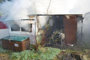 Ein Übergreifen des Feuers auf andere Wohnwagen konnte verhindert werden. (Bild: Luzerner Polizei (Fühli, 2. November 2017))