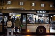 Unter anderem auf der Buslinie 52 ist der Platz für die Passagiere immer wieder knapp. (Bild: Corinne Glanzmann / Neue LZ)