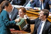Für einen Bundesrat aus der Zentralschweiz hat es gestern nicht gereicht: SVP-Nationalrat Thomas Aeschi (Zug) gestern bei der Stimmabgabe im Parlament in Bern. (Bild: Keystone/Peter Klaunzer)