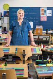 Susann Tafanalo in ihrem Schulzimmer im Schulhaus Moosmatt. (Bild Boris Bürgisser)