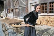Die Nidwaldnerin Karin Wirthner in der Titelrolle als Veronika Gut auf dem Ballenberg. (Bild: Romano Cuonz (30. Juni 2017))
