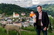 Ziel erreicht: SVP-Ortsparteipräsident Stefan Dahinden oberhalb von Wolhusen nach erfolgreichem Abstimmungskampf. (Bild Philipp Schmidli)