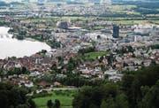 Blick auf die Stadt Zug, die in den letzten Jahrzehnten wie der ganze Kanton rasant gewachsen ist. (Bild: Stefan Kaiser (11. Februar 2016))