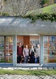 Sie leiten den Betrieb in der vierten Generation: Fridolin Bossard (links), Stefanie Köppel, Laura Bossard und Konrad Bossard junior. (Bild Stefan Kaiser)