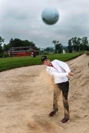 Philippe Weppernig, hier auf dem Golfplatz in Oberkirch, will in zwei Jahren Profi werden. (Bild Roger Grütter)