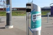 Diverse Plakate, die im Rahmen der Thesenanschlags-Aktion der Schweizerischen Evangelischen Allianz am Südbahnhof Emmenbrücke angebracht wurden. (Bild: Lucien Rahm (Emmenbrücke, 31. Oktober 2017))