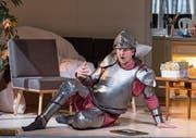 Am Boden und dennoch überragend: Claudio Otelli in der Titelrolle. (Bild: Ingo Höhn/Luzerner Theater)