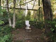 Die WC-Schüssel mitten in der Natur auf dem Zugerberg wird auch von Pfadern genutzt. (Bild: Hans Ryan/Maria Schmid (Zugerberg, 12. Juli 2017))