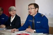 Regierungsrätin Yvonne Schärli und Adi Achermann, Polizeikommandant ad interim. (Bild: Manuela Jans / Neue LZ)
