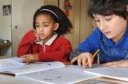 Die Integrationsklasse soll Kinder aus dem Asyl- und Flüchtlingsbereich auf den Besuch der Regelklasse vorbereiten. (Symbolbild Neue LZ)