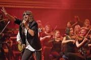 Foreigner mit dem stimmgewaltigen Frontman Kelly Hansen und das 21st Century Orchestra rockten am Wochenende das KKL. (Bild: Corinne Glanzmann (20. Mai 2017))
