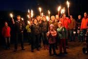 Aufmarsch von Giswilerinnen und Giswilern, die sich bei einem Sternenmarsch am 15. Dezember 2014 gegen einschränkenden Auenschutz für Laui und Steinibach wehrten. (Bild Romano Cuonz)
