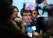 epa06480459 (FILE) - Ousted Catalan leader Carles Puigdemont gives a press conference at the end of a meeting with Catalan Parliament President Roger Torrent, in Brussels, Belgium, 24 January 2018 (reissued 28 January 2018). Catalonia's fugitive ex-president must return to Spain if he wants to form a new government, Spain's constitutional court has ruled on Saturday. EPA/STEPHANIE LECOCQ (Bild: Stephanie Lecocq / EPA (Brüssel, 24. Januar 2018))