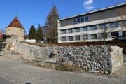 Ein restaurierter Abschnitt der Zuger Stadtmauer beim Huwilerturm. (Bild: PD)