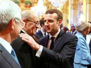 Unter Macron (r.) ändert sich nicht alles: Mit Le Drian (2.v.l.) ist auch ein Minister aus der Amtsteit Hollandes in der Regierung. (Bild: Charles Platiau/EPA)