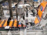Hochbetrieb bei Sika: Der Baustoffhersteller will mit der Eröffnung von weiteren Fabriken Gas geben. (Archiv) (Bild: KEYSTONE/CHRISTIAN BEUTLER)