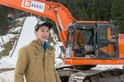 Gregor Deschwanden beim Spatenstich zu den Umbauarbeiten der grössten Skisprunganlage der Schweiz in Engelberg. (Bild: Keystone / Urs Flüeler)