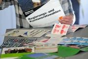 Wahlflyer zu den Kantons- und Regierungsratswahlen in Luzern 2011. (Bild: Nadia Schärli/Neue LZ)