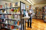 Blick in die Obwaldner Kantonsbibliothek in Sarnen. (Bild: Corinne Glanzmann / Neue NZ)