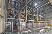 Im automatisierten Hochregallager lagern auf 11'000 Palettenplätzen Wärmepumpen, Boiler, Gas- und Ölheizkessel mit allem nötigen Installationsmaterial. (Bild: PD)