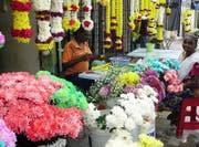 Auf den Märkten gibts Blumen in allen Farben. (Bild: Christian Bertschi)