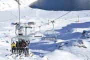 45 Wintersportler mussten aus einem Sessellift in Verbier befreit werden. (Symbolbild Keystone)