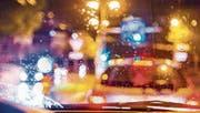 Die Dämmerung verführt Autofahrerinnen und Autofahrer zum Übertreten der Geschwindigkeitslimiten. (Bild: Jil Lohse (9. September 2017))