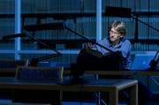 Bei aller digitalen Recherche bleibt die Auseinandersetzung mit realen Quellen ein zentraler Bestandteil der wissenschaftlichen Arbeit. Im Bild ein Doktorand im Luzerner Staatsarchiv. (Bild: Stefan Kaiser / Neue LZ)