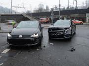 Zwei Personen wurden beim Unfall verletzt. (Bild: Luzerner Polizei (Luzern, 7. Februar 2018))