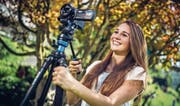 Maturandin Aileen Fuchs versuchte sich für ihre Abschlussarbeit als Filmemacherin. (Bild: Philipp Schmidli (Ebikon, 19. Juni 2017))
