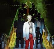 Jirka Zett als Mackie Messer mit seiner Verbrecherbande. (Bild: Matthias Horn)
