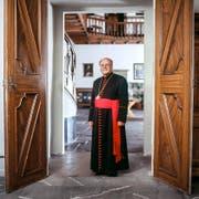 Öffnet den Frauen die Türen nur halb: Vitus Huonder, Bischof des Bistums Chur. (Bild: Keystone/Gaetan Bally)