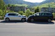 Beide Autofahrerinnen mussten nach dem Unfall ins Spital gebracht werden. (Bild: pd)