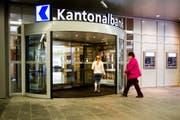 Haupteingang der Luzerner Kantonalbank an der Pilatusstrasse in Luzern. (Bild: Keystone)