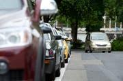 Das Parkieren in der Stadt Luzern wird am Freitag bei einer Verkehrserhebung gemessen. (Bild: Dominik Wunderli / Neue LZ)