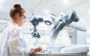 Industrieroboter wie Yumi von der ABB arbeiten präziser und ausdauernder als Menschen. (Bild: ABB)